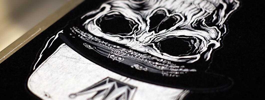 DTG директен печат черна тениска с бяло мастило