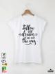 Follow Дамска бяла тениска с дизайнерски принт